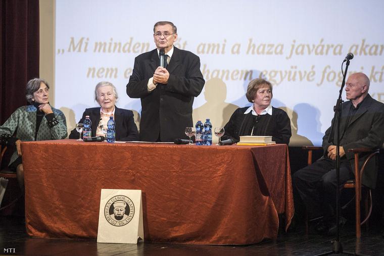Lezsák Sándor a Bethlen Gábor Alapítvány kuratóriumának díjátadó ünnepségén