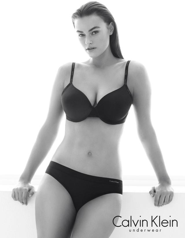 Egészséges alkatú modellel hirdet a Calvin Klein