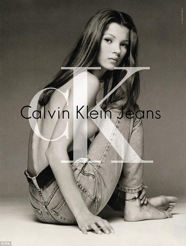 Zörögtek a csontjai Kate Mossnak az 1992-es Calvin Klein plakáton