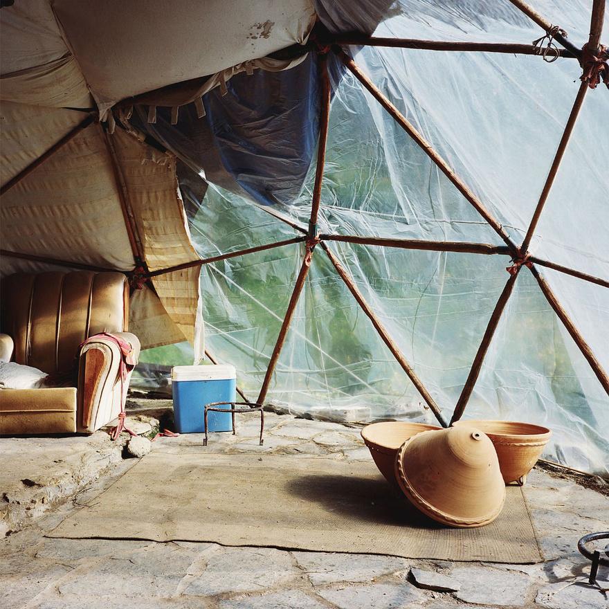 Egy geodéziai kupola belsejében. A geodéziai kupolát a fenntartható fejlődést kutató építész, Buckminster Fuller találta fel.