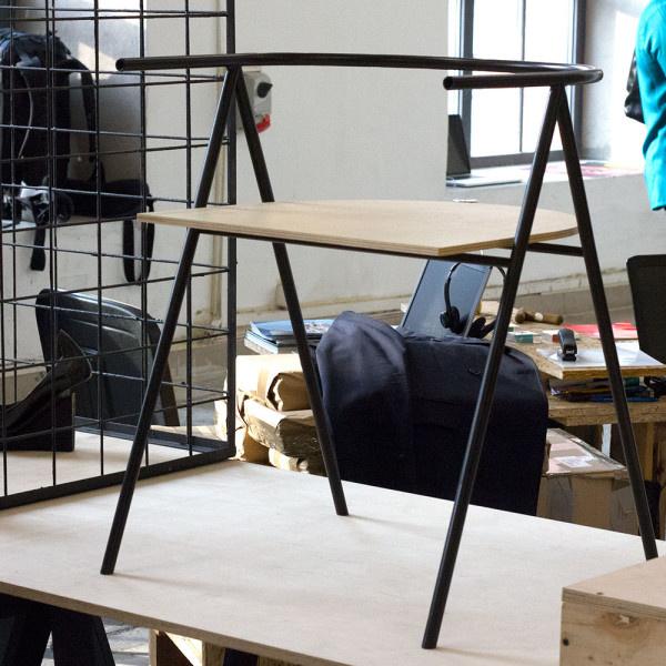 A Latko & Fragstein két tervezője, Michal Latko és Lukasz Fragstein A1 névre keresztelt modelljükkel a sziléziai régióból eltűnőfélben lévő régi mesterségekre kívánták felhívni a figyelmet.