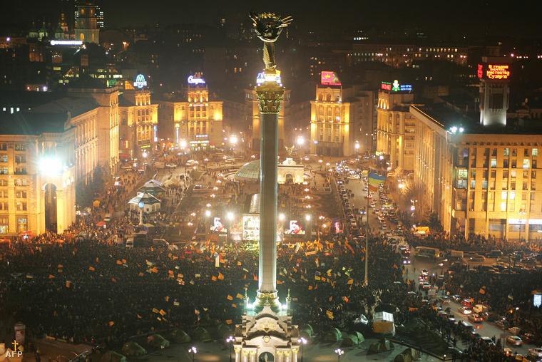 Tömeg a Majdanon 2004. december 8-án