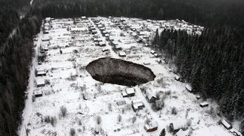 Oroszországban beomlott a pokol kapuja