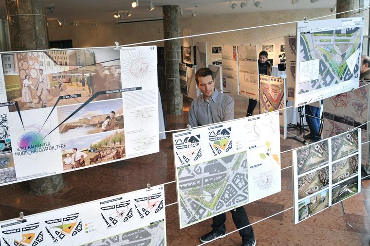 Variációk a Széll Kálmán térre az építészeti tervpályázatokból összeállított kiállításon a Design Terminálban, 2013-ban