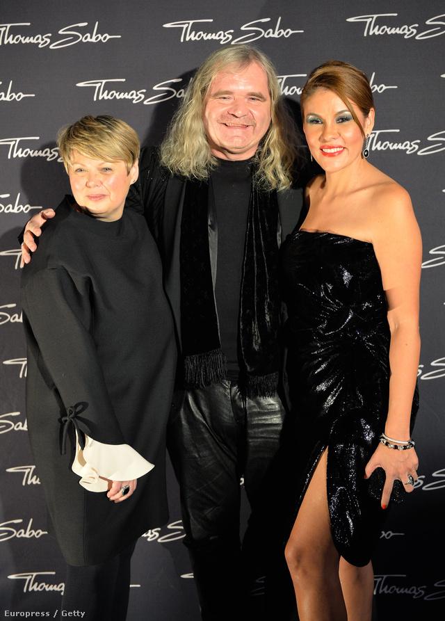 Egy képen a cég legfontosabb emberei: Susanne Koelbli, a kreatívigazgató balra, Thomas Sabo középen és felesége, Luz-Enith Sabo jobb oldalt.