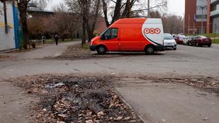 Kaotikus a parkolás a Magyar tudósok körútján