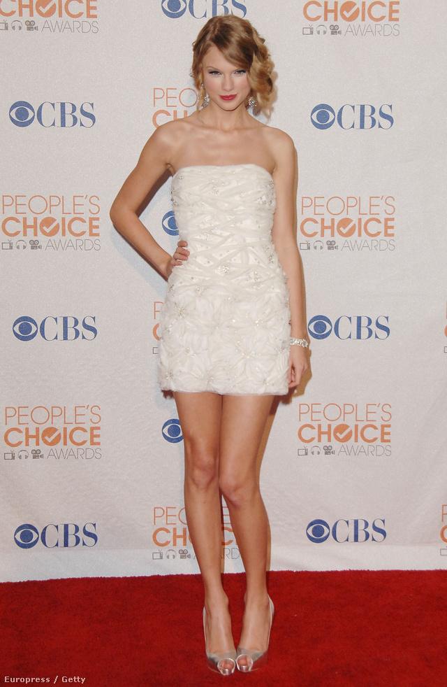 Enyhe szalagavató-fíling a 2010. január 6-i People's Choice Awards-on.