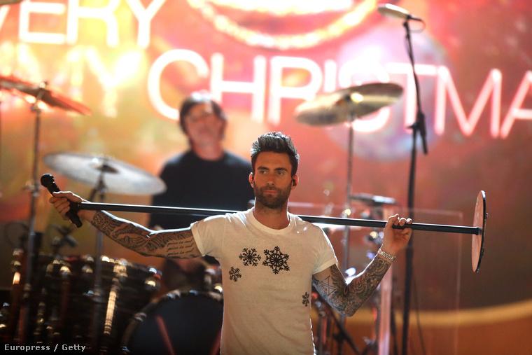 Adam Levine a Very Grammy Christmas nevű eseményen lép fel a Maroon 5-val