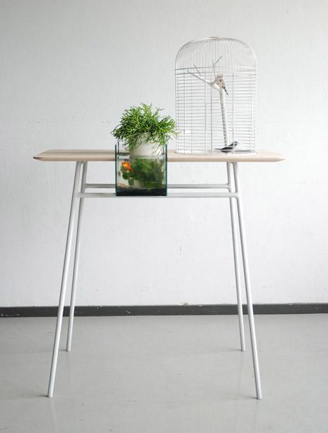 Egy átlagos asztalnál magasabb lett a mű