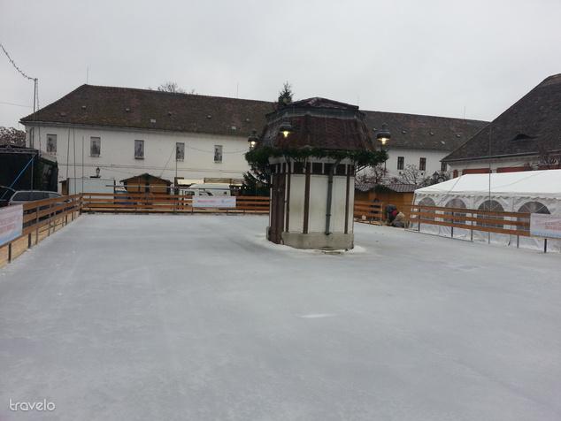Készül a korcsolyapálya
