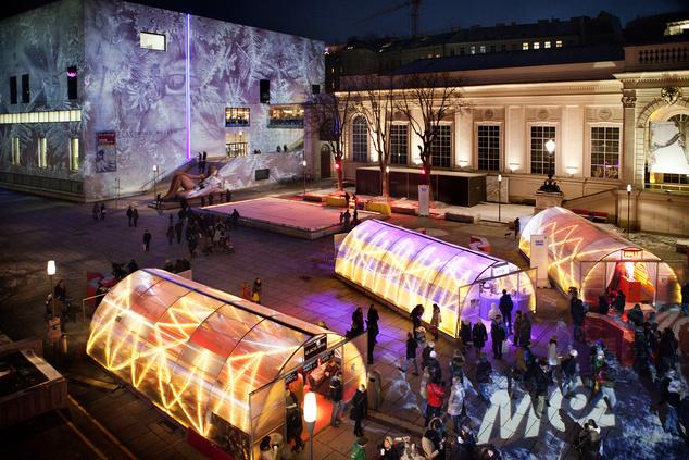 Az MQ vására teljes pompájában (sajnos mi idén sötétedés előtt jártunk itt, így a kép egy korábbi, 2012-es vásárt ábrázol)