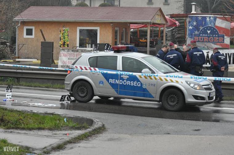 A rendőrök viszonozták a tüzet, a férfit eltalálták.