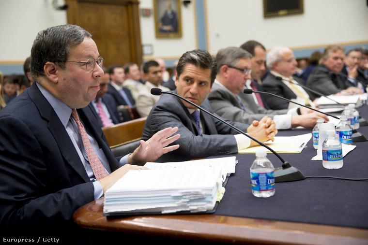 Kábel- és internetszolgáltatók (Comcast, Time Warner Cable) vezetői a Szövetségi Kommunikációs Bizottság meghallgatásán