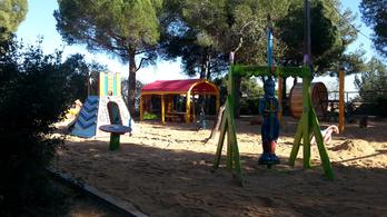 Tematikus magyar játszótér épült Barcelonában. Elmentünk, megnéztük és most megmutatjuk nektek is