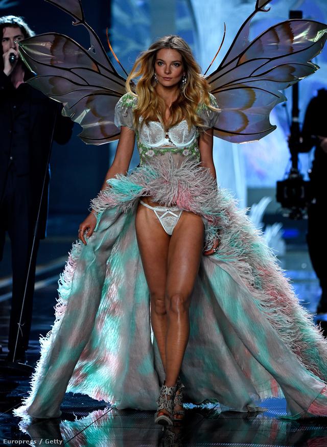 A 27 éves Mihalik másodszorra kapott felkérést arra, hogy végigvonulhasson a fehérnemű márka londoni showján, 2009-ben ugyanis egyszer már láthattuk  Victoria's Secret angyalként olyan bombázók társaságában mint Gisele Bündchen, Alessandra Ambrosio, Miranda Kerr vagy Adriana Lima.