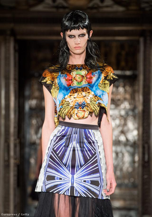 Az A-listás celebnőket öltöztető tervező a londoni Freemasons Hallban mutatta be gyűjteményét a Fashion Scout szervezésében.
