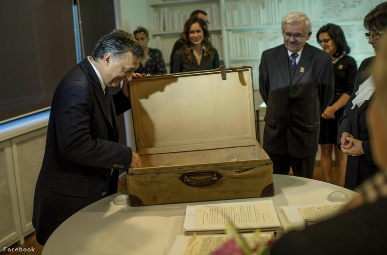 Orbán Viktor Nagy Imre hazakerült bőröndjével