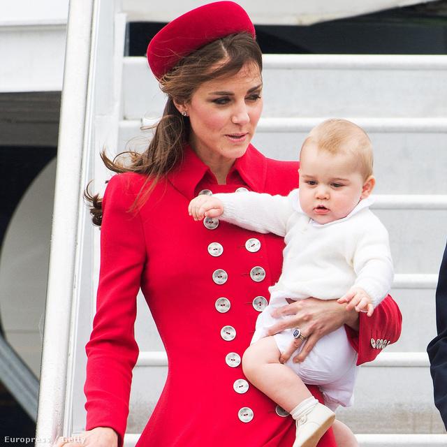 Katalin 2014-ben nem gyakran mutatkozott nyilvánosan: az egy hónapos ausztrál turnén és a pár napos New York-i kiruccanások kívül elvétve lehetett látni. Kezdjük is egy ausztrál ruhával: április 7-én ebben a piros kabátban landolt Wellingtonban.