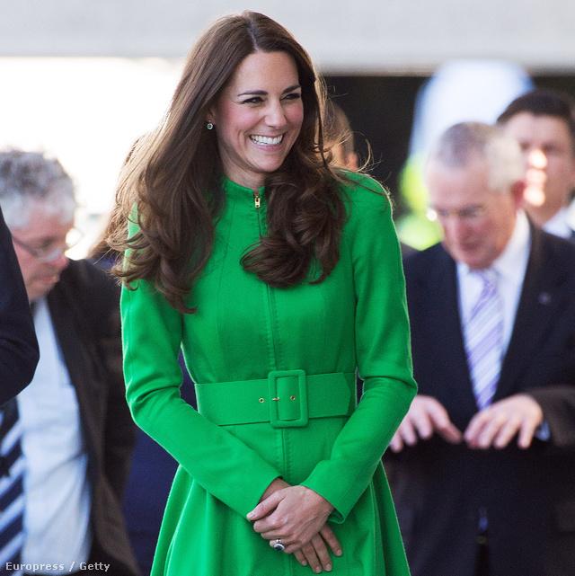 Április 24-én a Canberrai Nemzeti Portrégalériába látogatott el: az élénk színek és az egyberuhák állnak igazán jól neki.