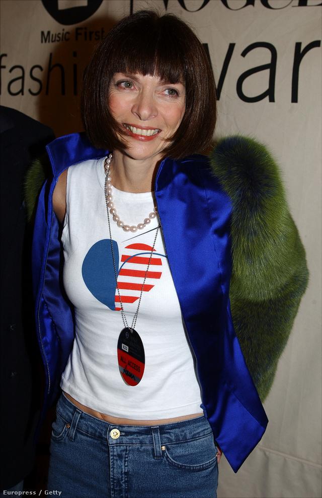 Ujjatlan haspólóban és farmerben ment el a VH1/Vogue Fashion Awardsra 2001-ben.