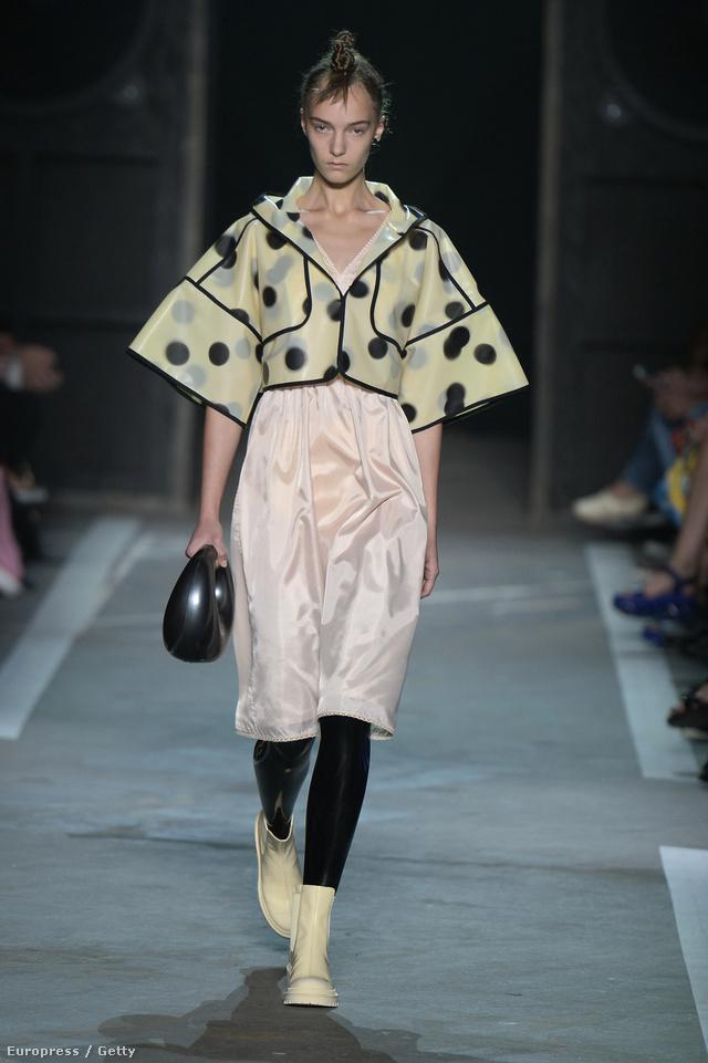 Az 51 éves designer saját nevén futó márkája, a Marc by Marc Jacobs 2013 tavaszán szerződtette le a két brit divattervezőt, akiknek debütálása óriási siker volt New Yorkban.