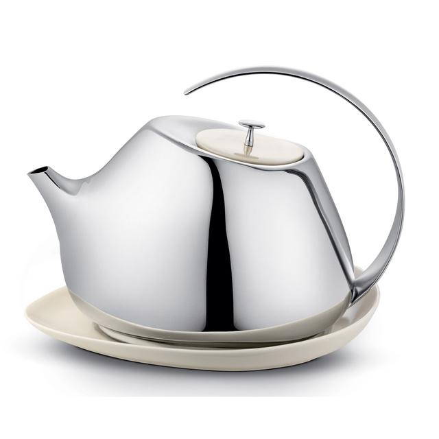 Helena Rohner 2007-ben dobta piacra teáskanna szettjét, melyet a több, mint száz éves múlttal rendelkező cégnek, a Georg Jensennek tervezett. A modern és stílusos darabért sajnos 145 fontot (kb. 59.360 forint) kérnek az üzletekben.