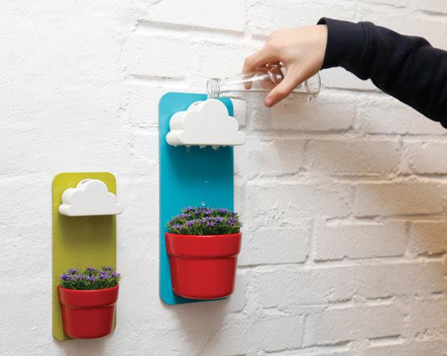 Egyenletesen adagolja a felhő a vizet a növényre.