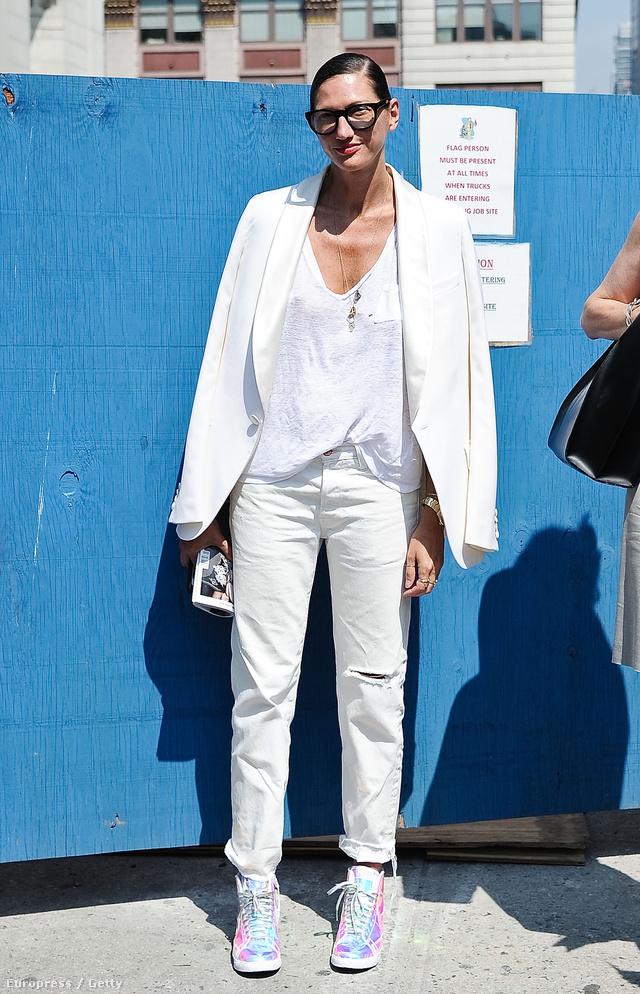 Jenna Lyons, a J.Crew kreatív igazgatója tetőtől-talpig fehérben ment a divathétre szeptemberben.