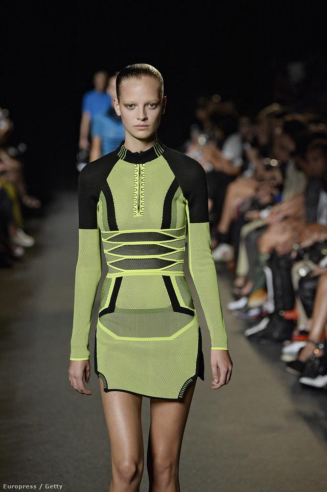 Tornacipőre emlékeztető ruha Alexander Wangtól.