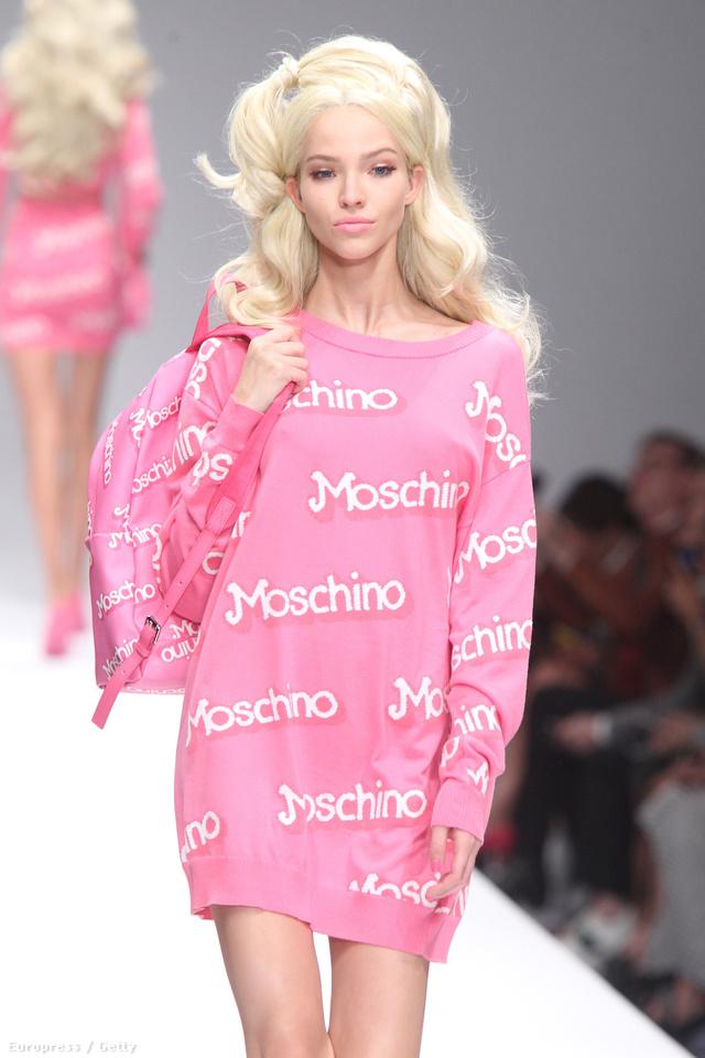 De így gondolta ezt a Moschino tervezője, Jeremy Scott is.