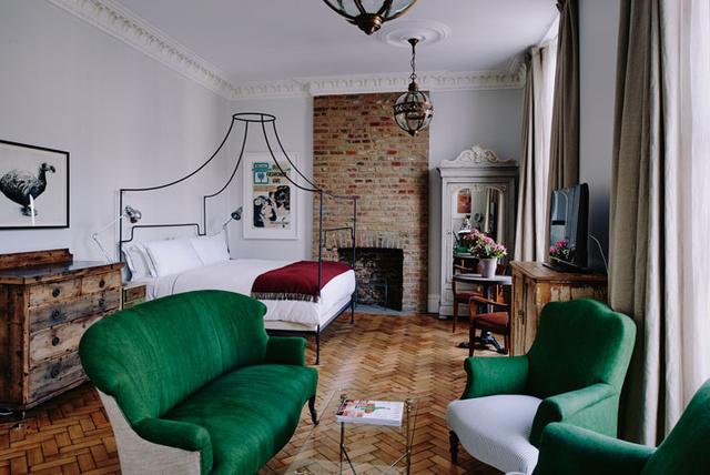 London feltehetően legfiatalabb szálloda tulajdonosai, a 28 éves Charlotte Newey és a 27 éves Justin Salisbury a napokban nyitották meg harmadik szállodájukat a brit fővárosban, ami a brightoni és a cornwalli hotel után a harmadik a sorban.