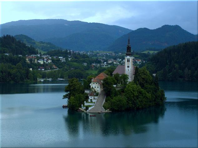 Bledi-tó a templomos szigettel