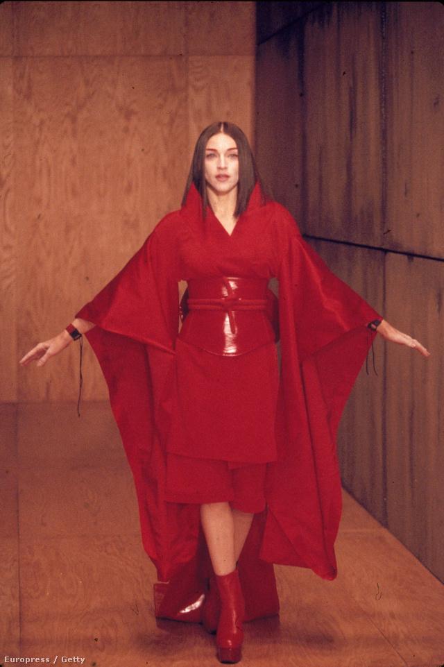 Madonna már a kilencvenes évek kimonóban nyomult.