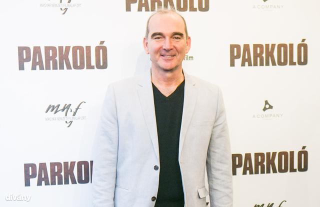 Nincs magyar színész Szervét Tibor korosztályában, akinek jobban állna egy menő öltöny. Már egy olyan, amilyet a filmben hord...