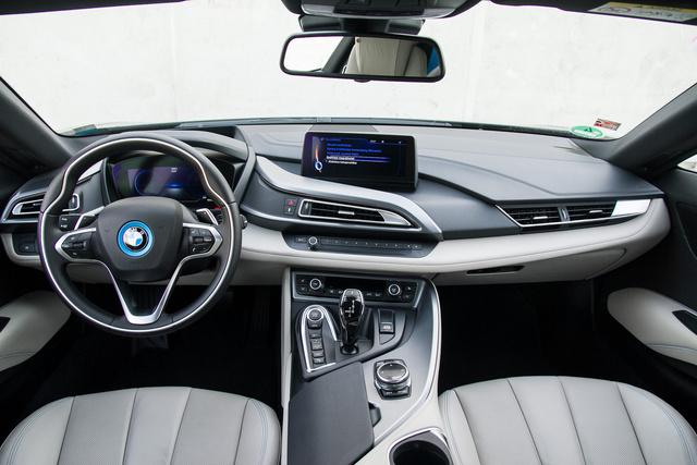 A BMW nem akart túl nagyot ugrani, teljesítményben és árban közel maradtak a jelenlegi kínálatukhoz