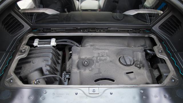Talán jobb is, hogy nem mutogatják nagyon ezt a motort