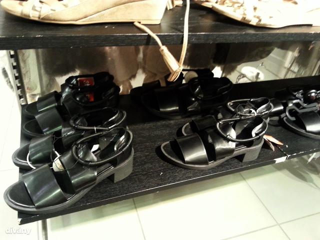 H&M: a világ legrondább szandálja most 3000 forintért kapható.