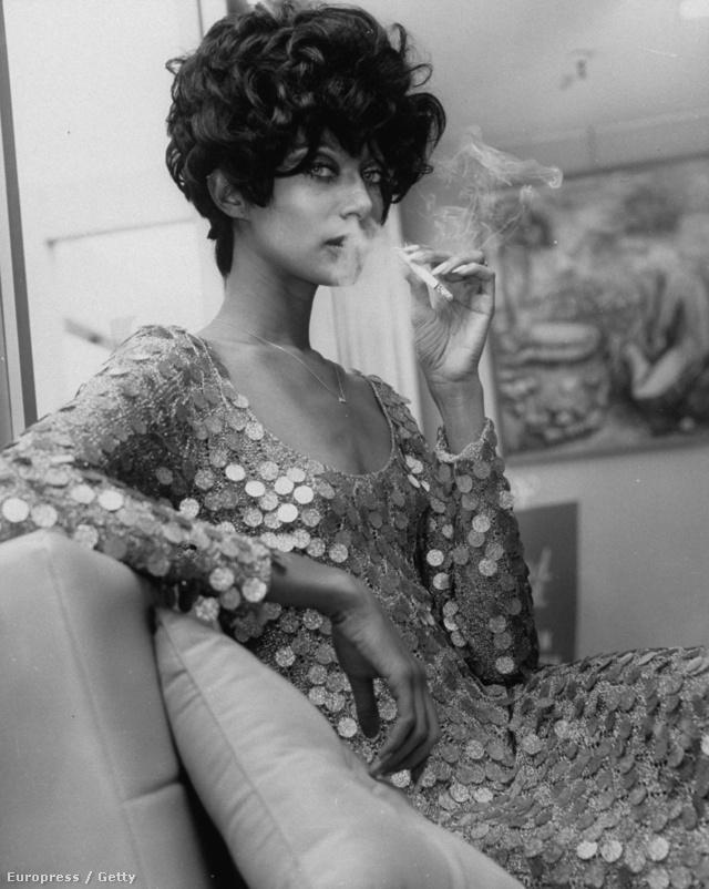 Donyale Luna volt az első fekete bőrű modell, akit a Vogue címlapjára tett. A detroiti származású modell híresen szeretett játszani az emberekkel. Különböző történeteket talált ki magáról, melyek célja az volt, hogy szórakoztassa vagy sokkolja a közönséget.