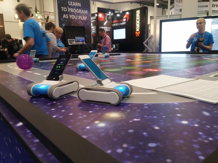 Játékrobot, mint programozást tanító segédeszköz. Szerencsére a magyar fejlesztésűCodie fényévekkel profibb, mint ez
