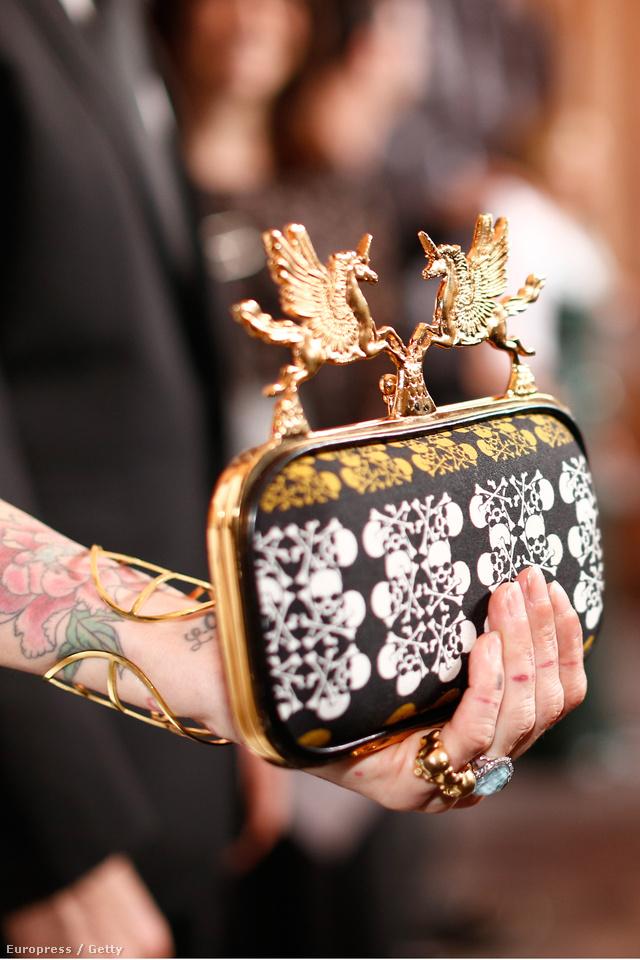 Abodi táskáját Hollywood egyik legmenőbb stylistja,Trish Summerville vitte el Costume Designers Guild Awardsra.