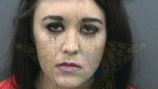 Letartóztatták a hárommellű nőt