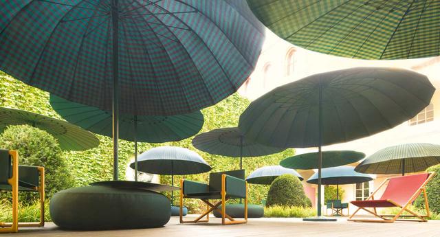 Stílusos, időtálló napernyőkben gondolkodott a tervező