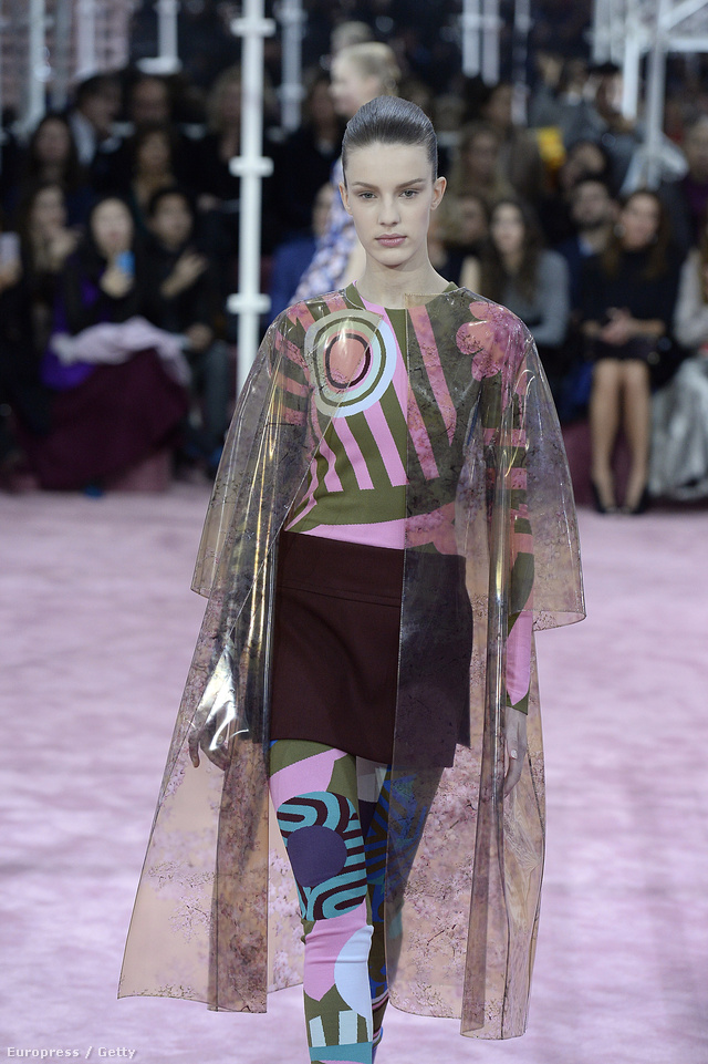 Dívány - Offline - Haute couture divathét  nagy sláger a virágminta 19b8c0226b