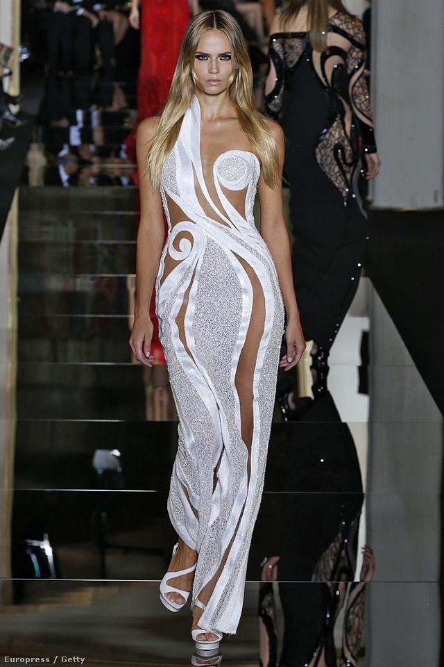 A Versace nagy kedvence a vörös szőnyeges eseményekre tartó A-listás  hírességeknek. 3b5412ad06