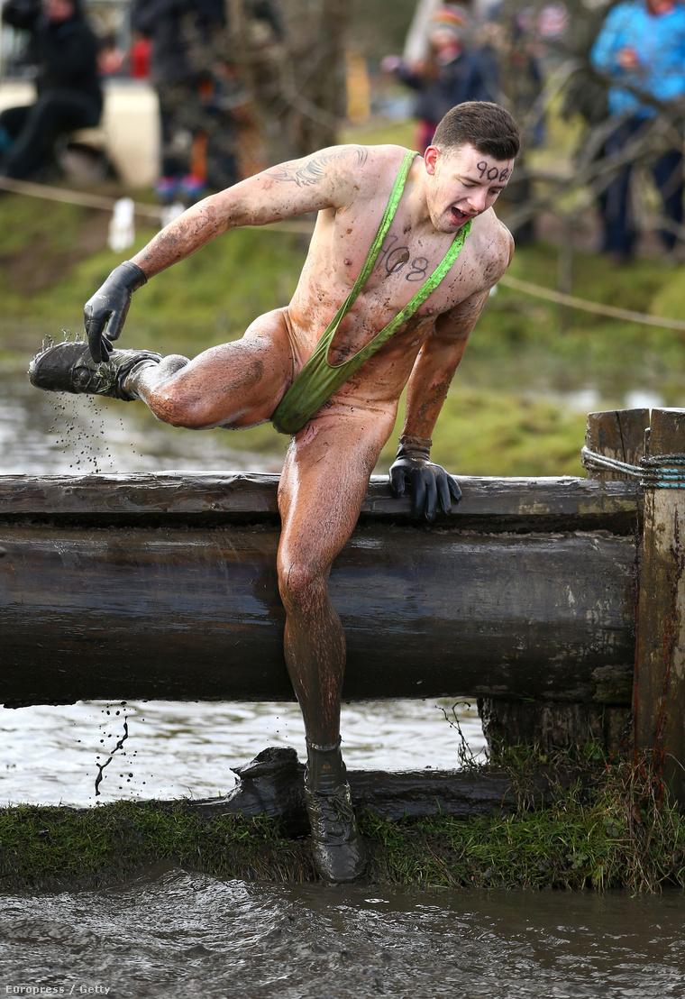 Íme a Tough Guy Challenge nevű verseny, amit az angliai Telfordban rendeztek a múlt hétvégén
