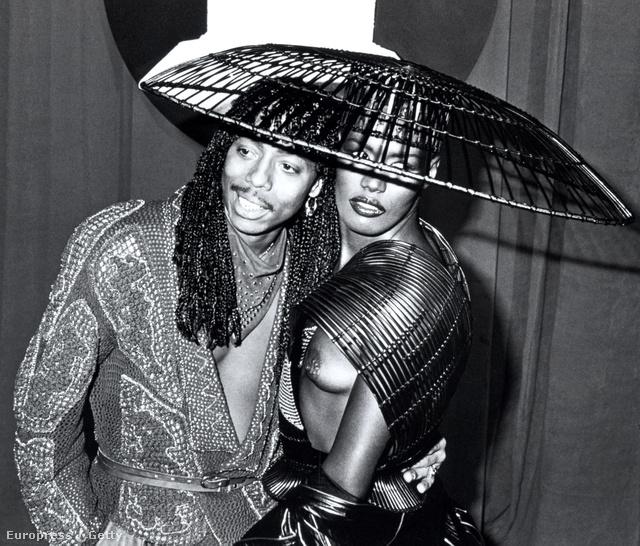 Rick James és Grace Jones, 1983: manapság egy ilyen villantástól valószínűleg felrobbanna az internet.