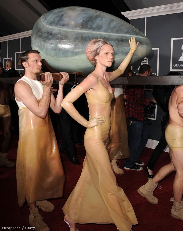 A végére hagytuk a legjobbat: Lady Gaga tojásként vonult vörösszőnyegre 2011-ben!