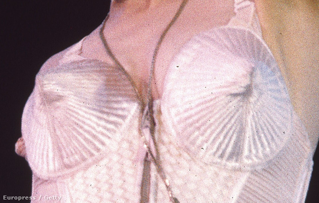 2. Madonna csúcsos melltartója
