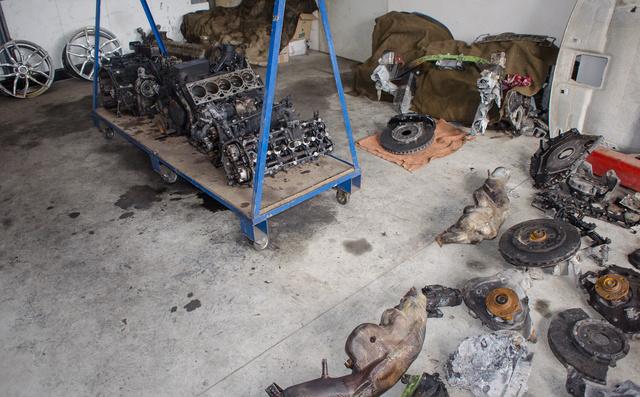 Szinte minden egy helyen, ami az M7-esen 336-tal száguldó Huracanból maradt