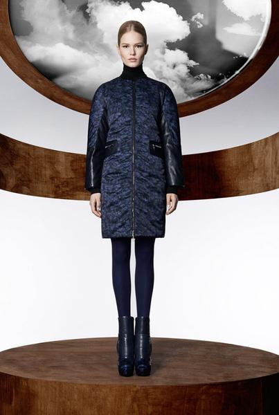 Mary Katrantzout kabát tervezésre kérte fel a Moncler.